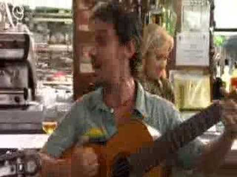 Manu chao me llaman calle tekst piosenki t umaczenie piosenki teledysk na - Manu chao le petit jardin youtube ...